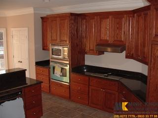 Tủ Bếp Gỗ Căm Xe TB2418 Góc Tường Cong Đẹp